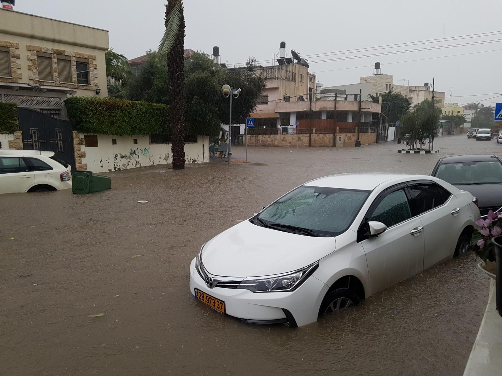 مياه الأمطار تغمر البطوف والبلدات العربية (فيديو وصور)
