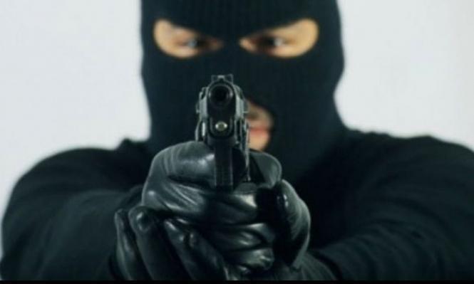 طوبا الزنغرية: إصابة امرأة وسرقة نقود في سطو مسلح