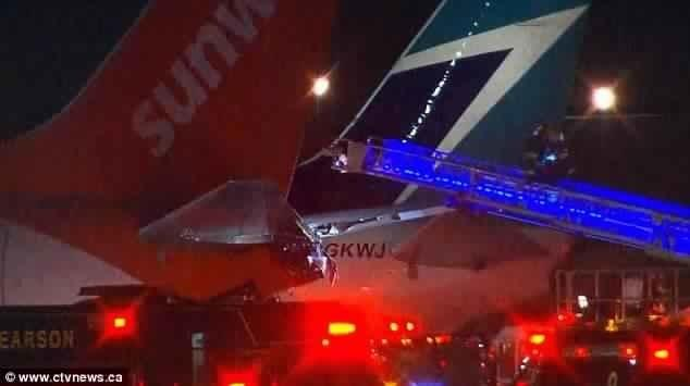 كندا: تصادم طائرتين في مطار بتورونتو كاد يتسبب بكارثة