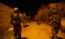 مستوطنون يقتلعون أشجار زيتون بنابلس والاحتلال يعتقل 17 فلسطينيا