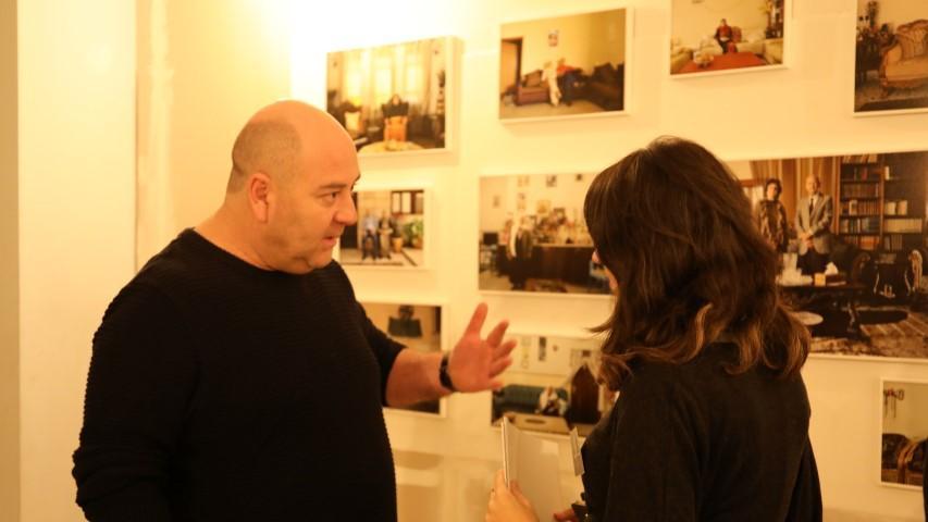 """الطيبة: إقبال واسع على معرض """"إحنا هين"""" للفنون والإبداع"""