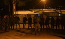 الاحتلال يعتقل 17 فلسطينيا ويواصل إغلاق كرم أبو سالم