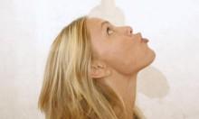باحثون: تمارين اليوغا للوجه أفضل من عمليات التجميل