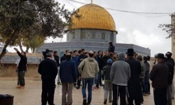 يهود أميركيون وعشرات المستوطنين يقتحمون الأقصى