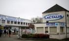 """بعد التلوث """"بالسالمونيلا""""... شرطة باريس تفتش مقار شركة لاكتاليس"""