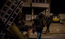 اعتقالات ومواجهات بالضفة والاحتلال يتوغل شرق دير البلح