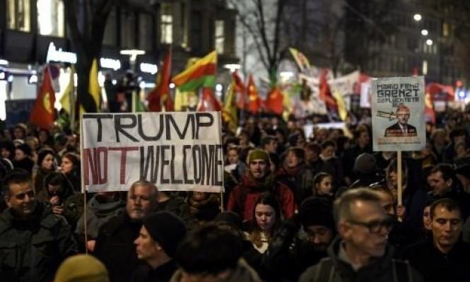 """""""ترامب غير مرحب به"""" شعار المحتجين ضد منتدى دافوس"""
