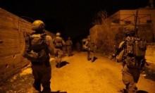 الاحتلال يعتقل 14 فلسطينيا ويواصل البحث عن المطارد جرار