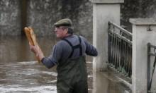 """الأمطار تغمر أحياء باريس وتواصل ارتفاع مياه نهر """"السين"""""""