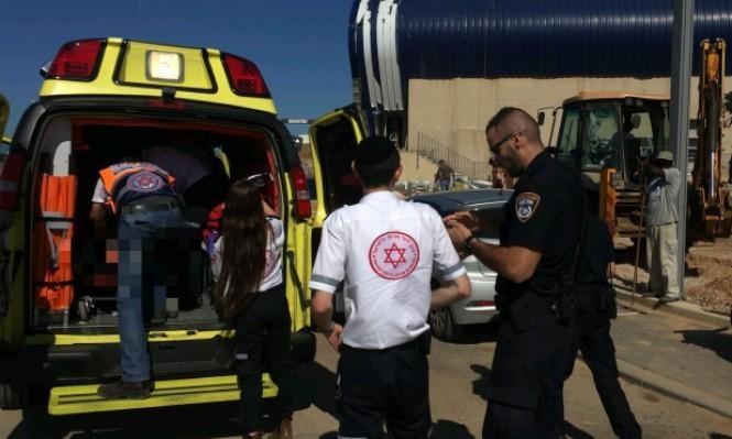 النقب: إصابة عامل سقط عن ارتفاع