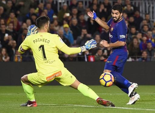 برشلونة يتخطى عقبة ألافيس بهدفين مقابل هدف