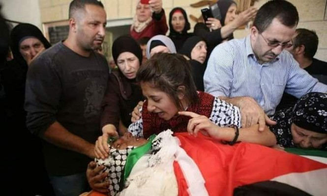 الاحتلال يعتقل 12 فلسطينيا بينهم والدة وشقيقة الشهيد شماسنة