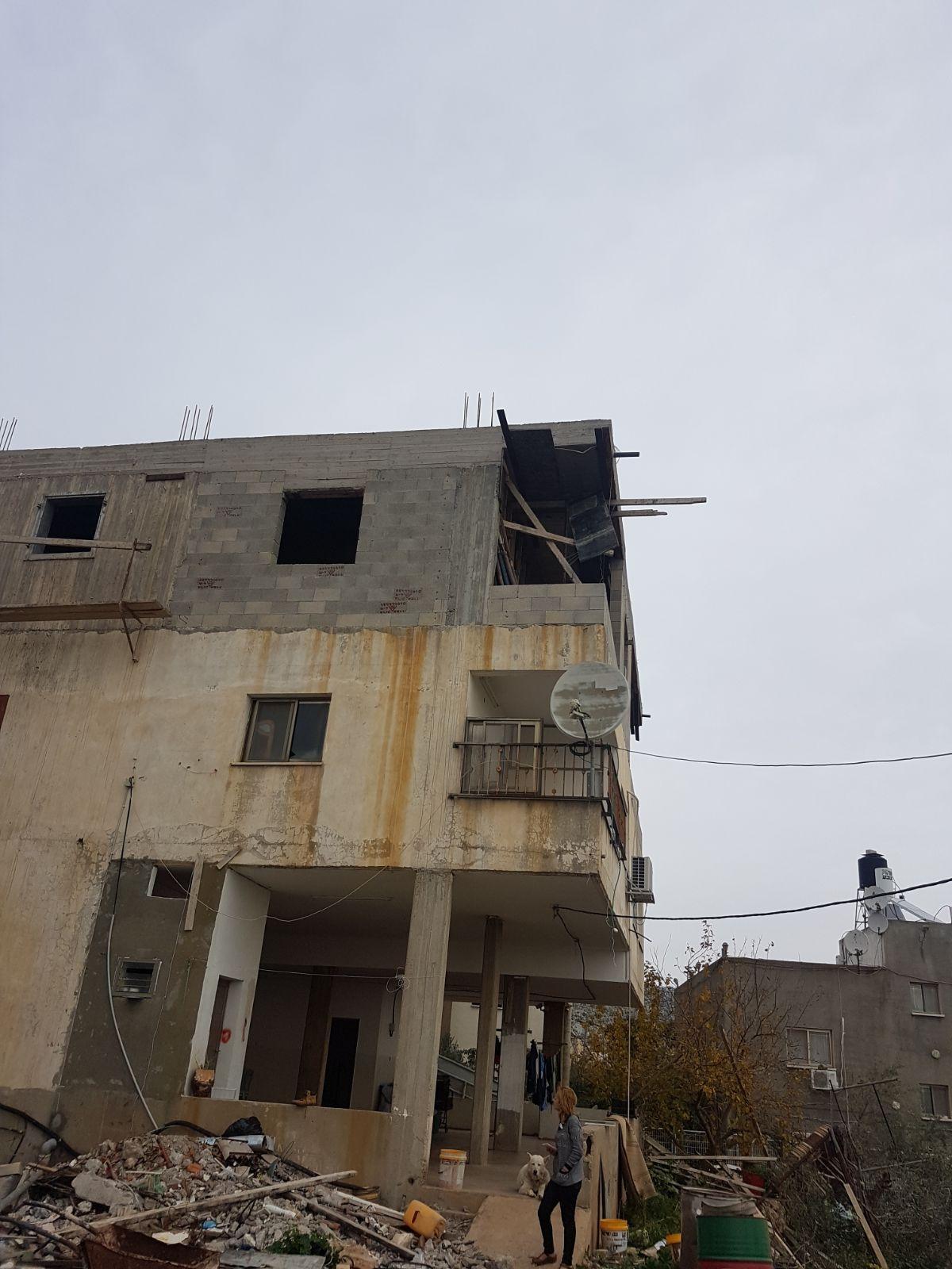 دير الأسد: إصابة خطيرة لفتى سقط عن ارتفاع 9 أمتار