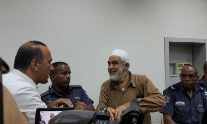سلطة السجون تطلب تمديد العزل الانفرادي للشيخ رائد صلاح