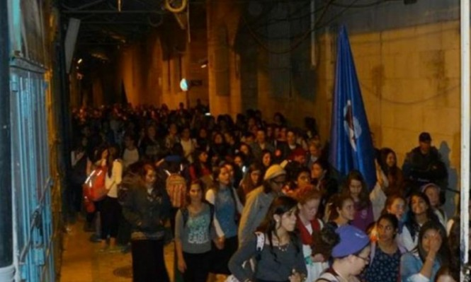 مستوطنون يقتحمون الأقصى ومسيرة استفزازية حول أبوابه