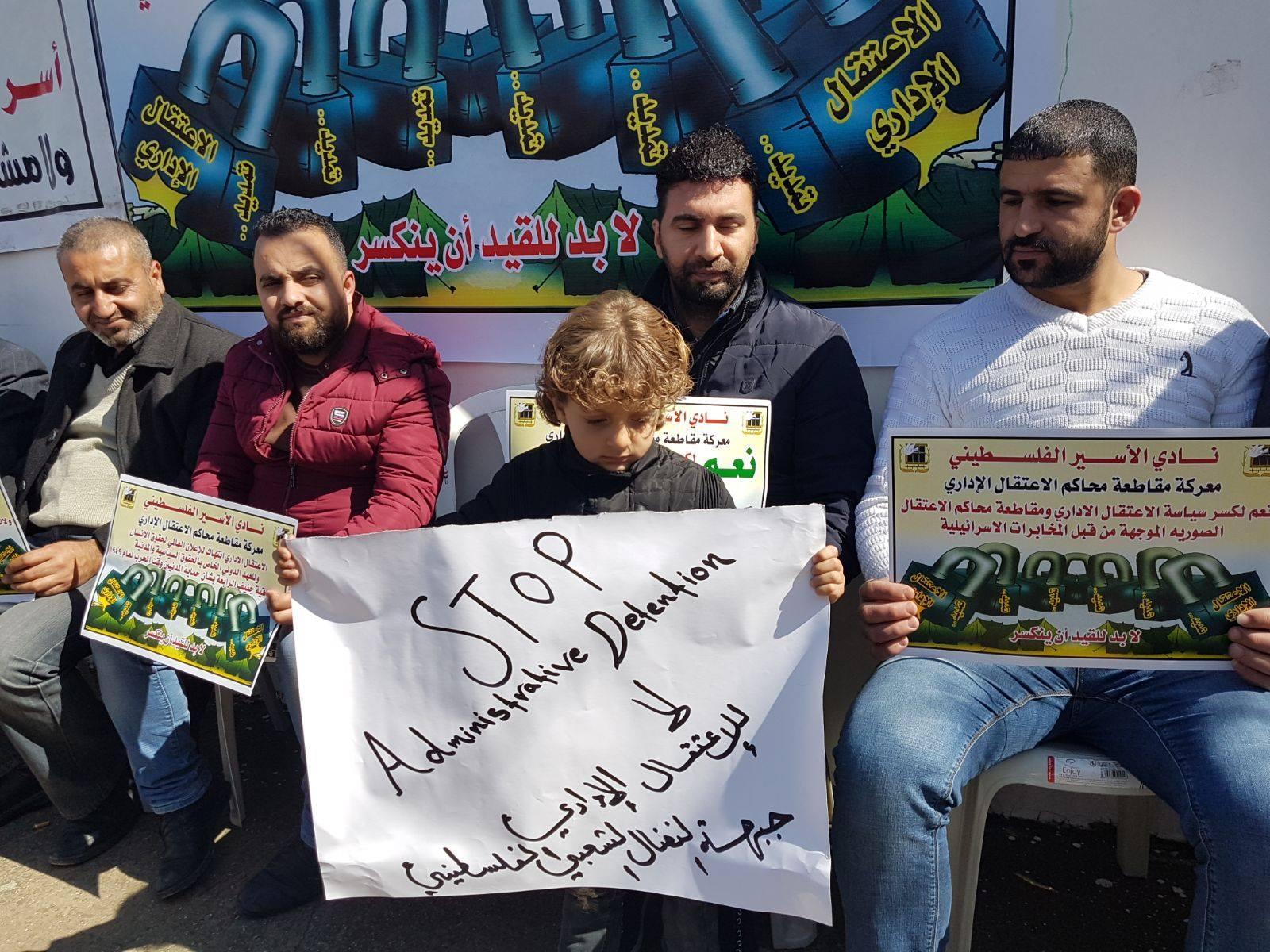 الخليل: وقفة تضامنية لدعم قرار مقاطعة محاكم الاعتقال الإداري