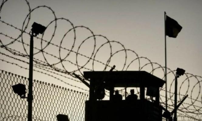"""سجن """"أوهلي كيدار"""": أسير فلسطيني يطعن سجانًا إسرائيليًا"""