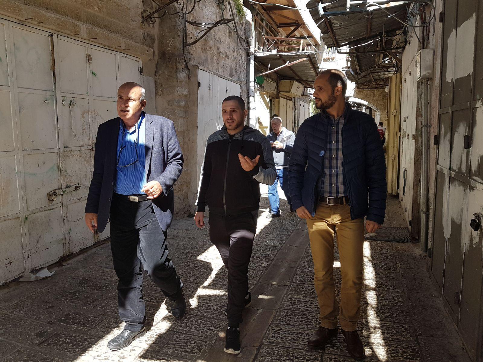 القدس: تجار باب حطة يتعرضون للملاحقة والمضايقات الاحتلالية