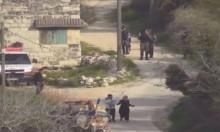 توثيق: الاحتلال يستهدف زوجين فلسطينيين وطفلهما الرضيع بقنبلة غاز