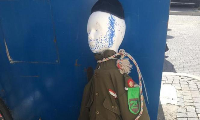 """القدس: دمية جندي إسرائيلي مشنوق في """"مئة شعاريم"""""""