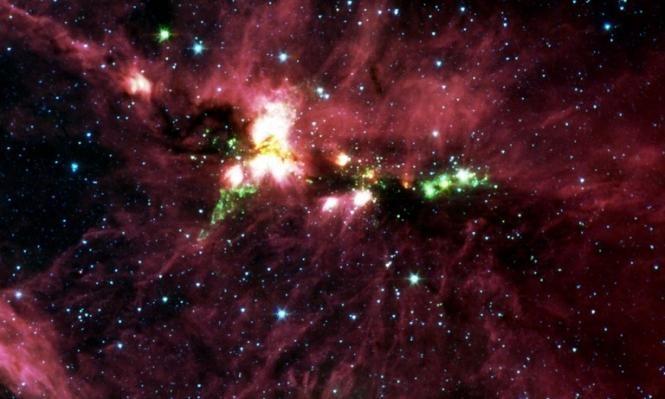 """الثقوب السوداء قد تمنح الإنسان """"حياةً أبدية""""!"""