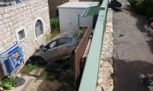 إصابة شاب إثر سقوط سيارة من علو قرب الكمانة