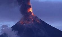 "بركان ""جيمس بوند"" باليابان ينفث رمادا ودخانا"