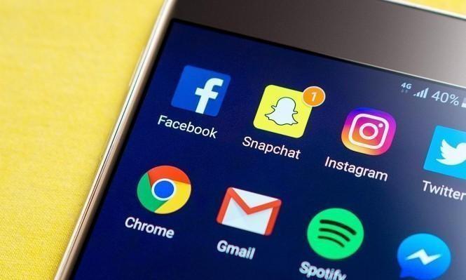 مستخدمو مواقع التواصل الاجتماعي يميلون إلى مشاركة الأخبار الزائفة