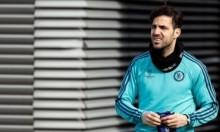 هل سيحتفل فابريغاس حال تسجيله أمام برشلونة؟