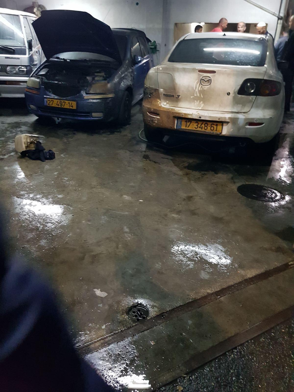 البعنة: إضرام النار في سيارتين وإصابة امرأتين
