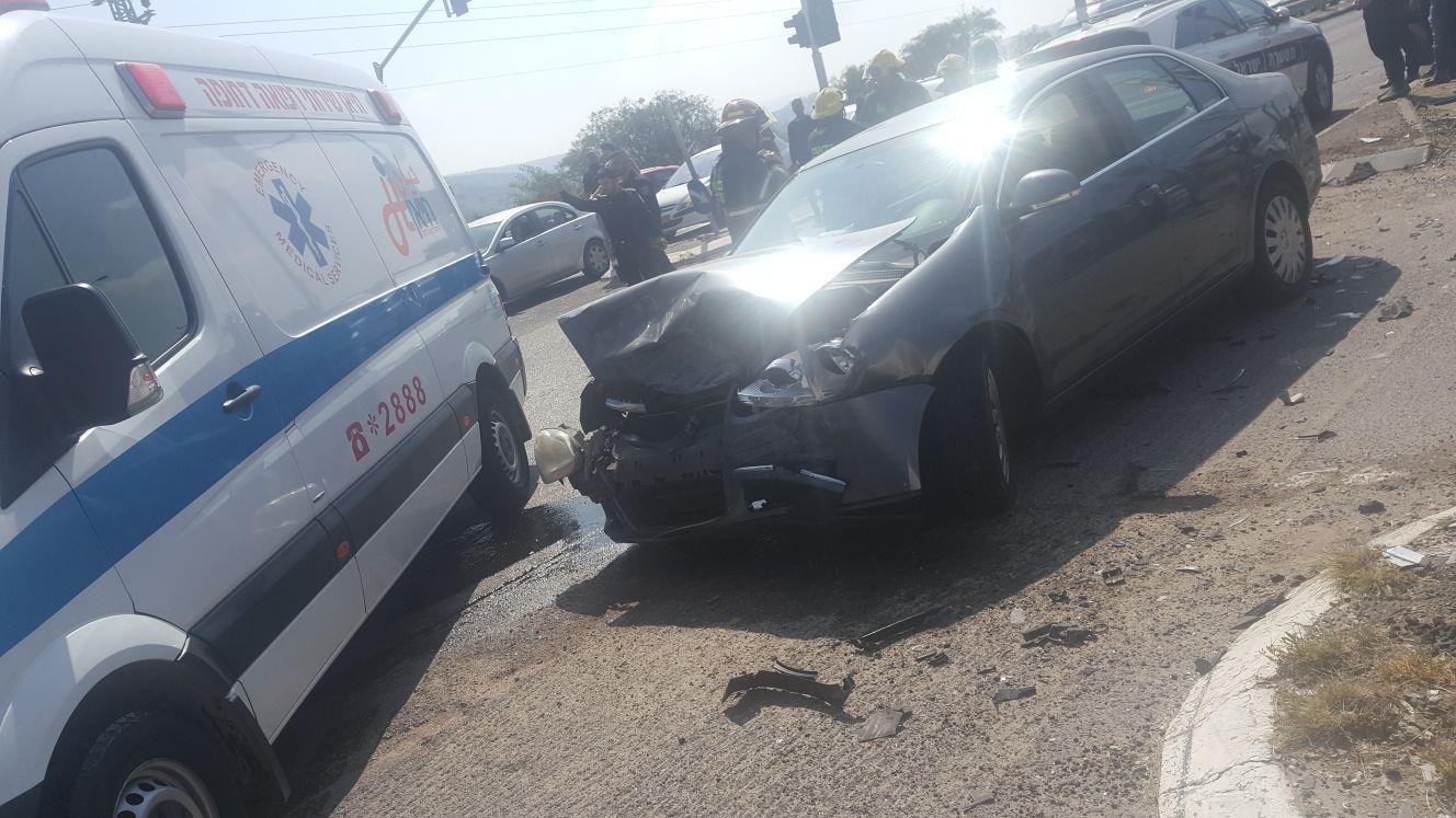 3 إصابات في حادث طرق على مفرق نحف