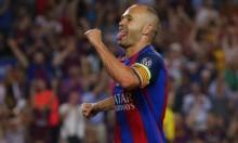 إنييستا يثير الجدل حول مصيره مع برشلونة