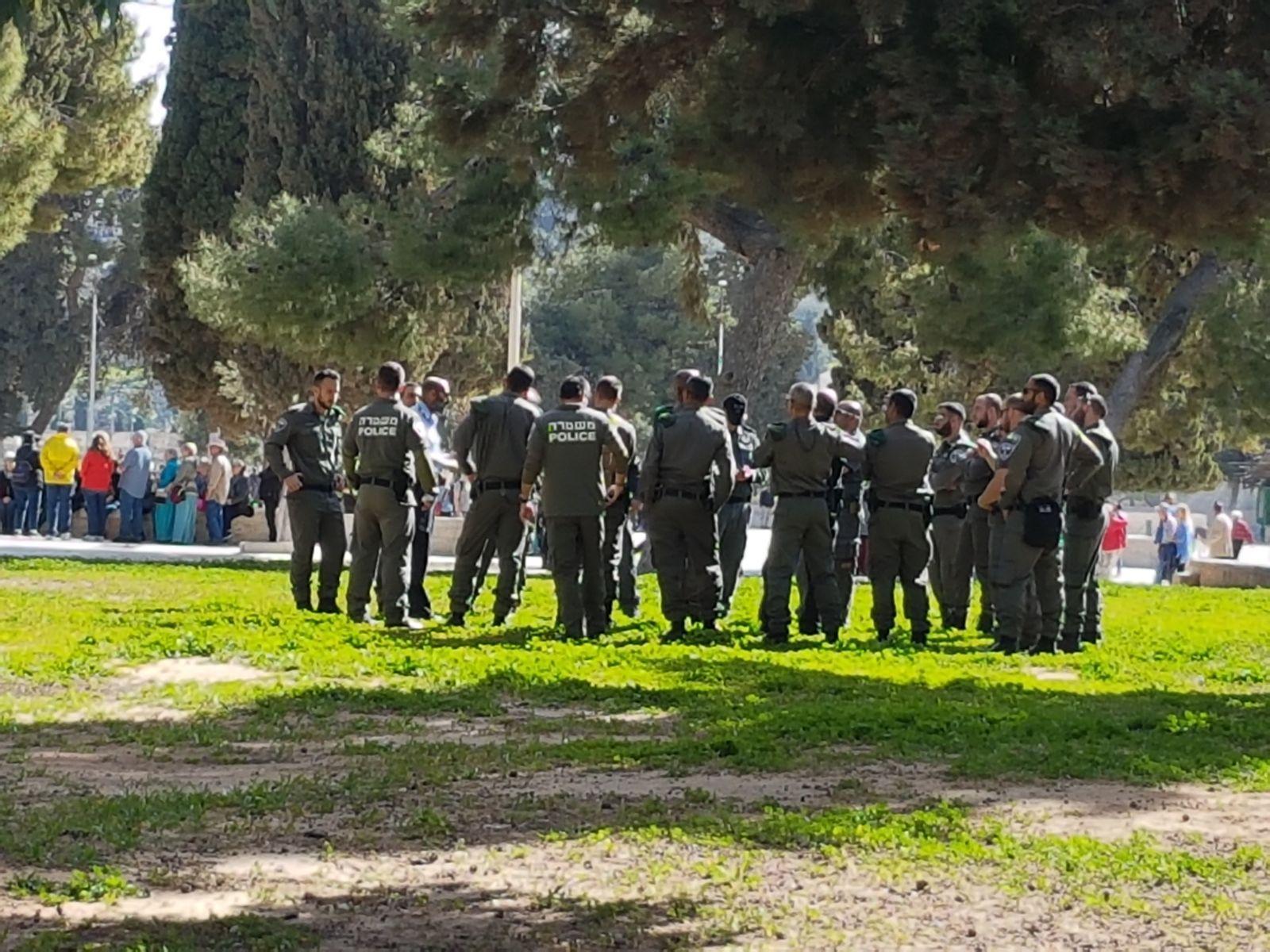 199 مستوطنا وعسكريا يقتحمون الأقصى والاحتلال يعتقل 4 بالعيساوية