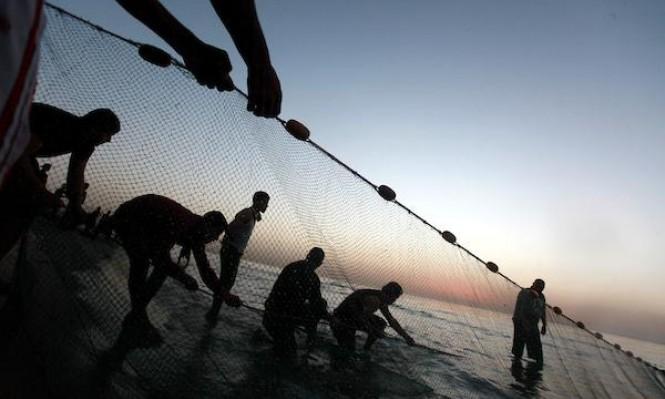 فلسطينيّون يُسابقون شروق الشمس في غزة ويشرعون بعملهم المتمثّل بالصّيد