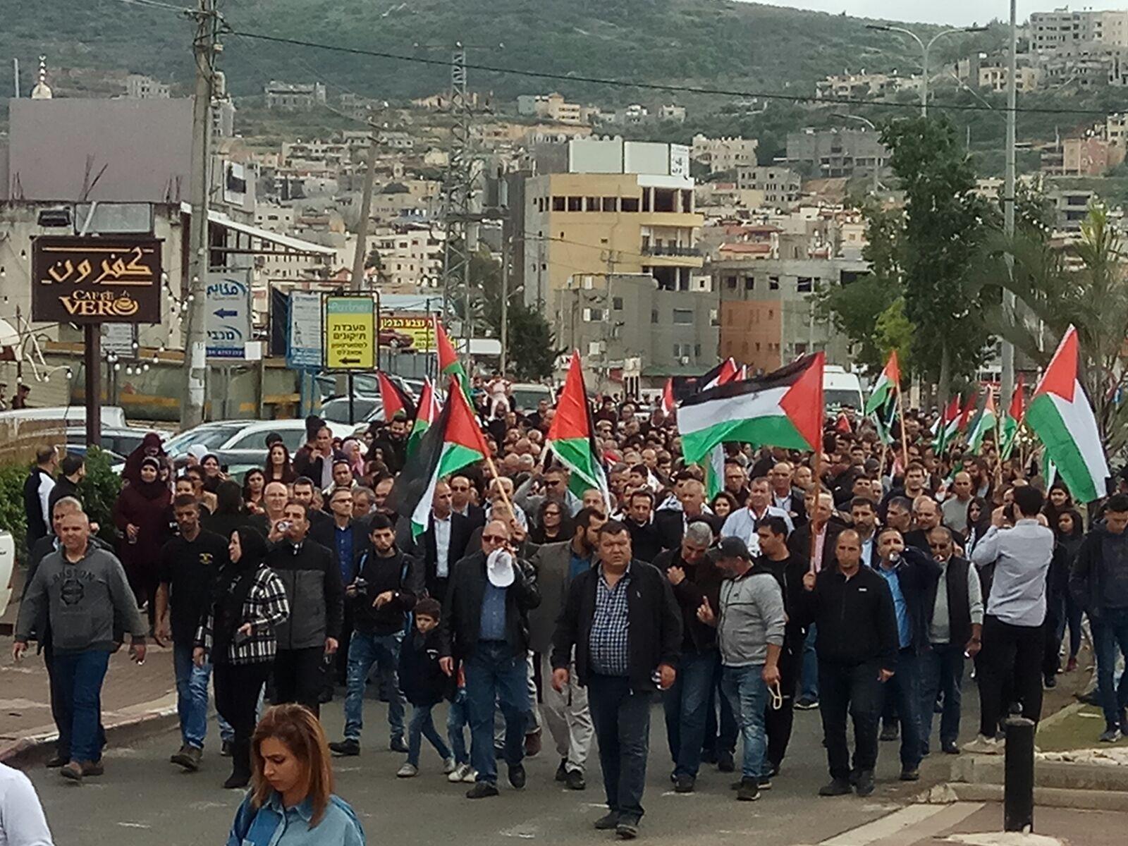 التقاءُ المسيرات الحاشدة:  الآلاف يُشاركون في مهرجان يوم الأرض