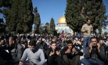 الآلاف يتوجهون إلى الأقصى  للصلاة والاحتلال يكثّف تواجده