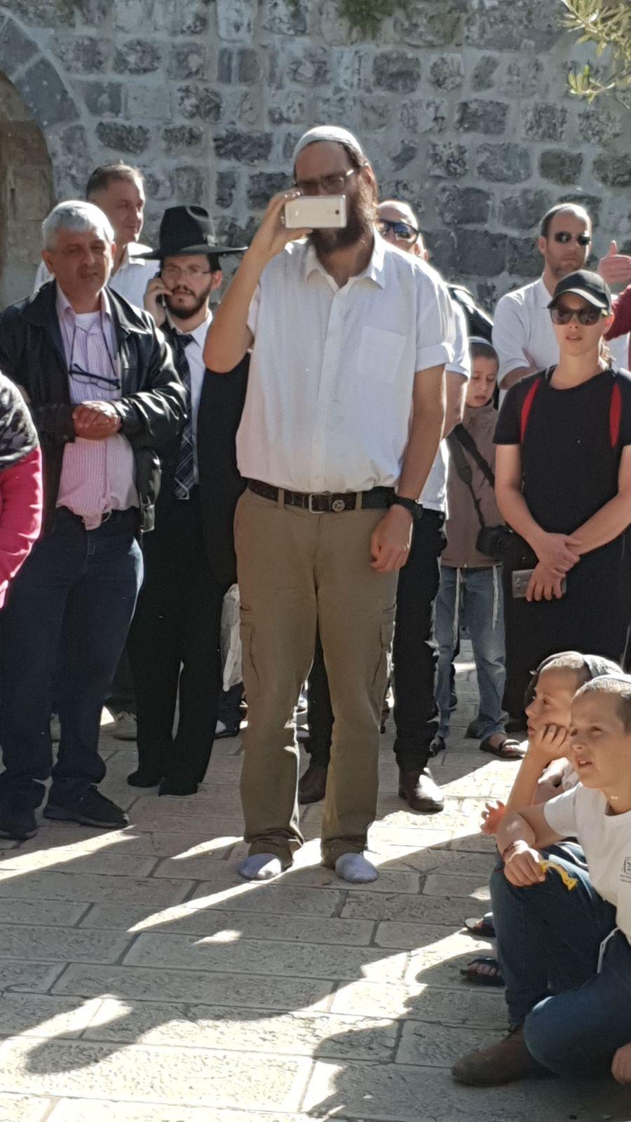 """مستوطنون يقتحمون الأقصى وحجبه عن الفلسطينيين بـ""""الفصح العبري"""""""
