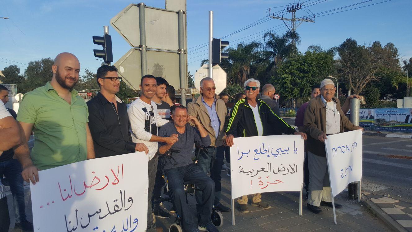 ناشطون من الطيبة وجلجولية في تظاهرة تضامنيّة مع غزّة