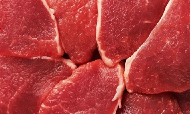 تناول اللحوم الحمراء يزيد احتمال  إصابة السيدات بسرطان القولون