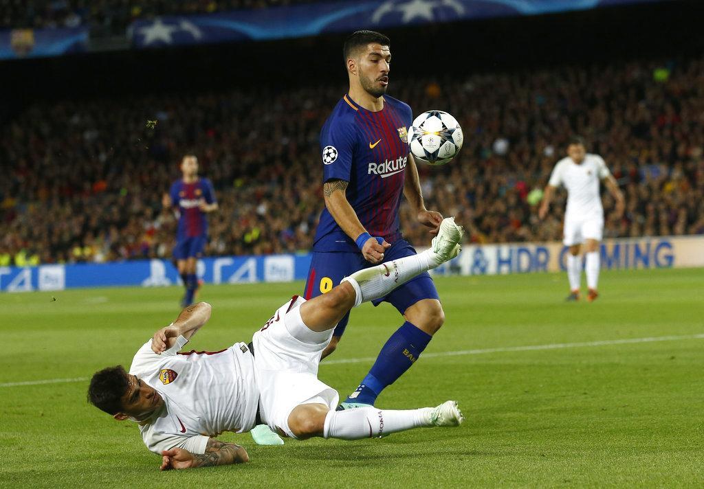 برشلونة يسحق روما ويقترب من التأهل