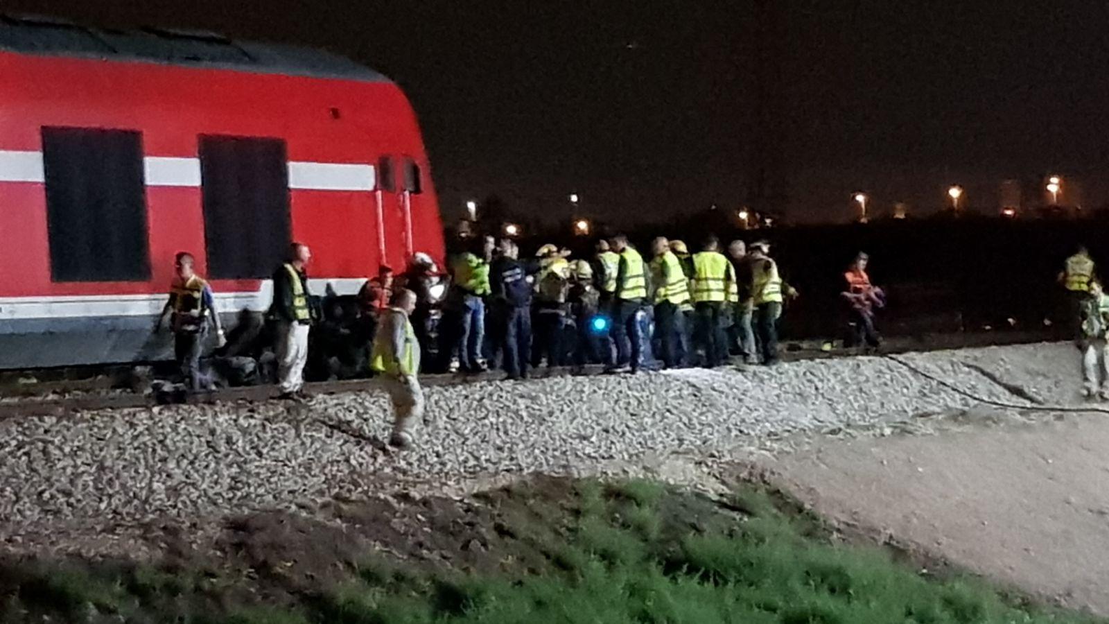 قتيلان وجريحان بتصادم بين قطار وسيارة بالرملة