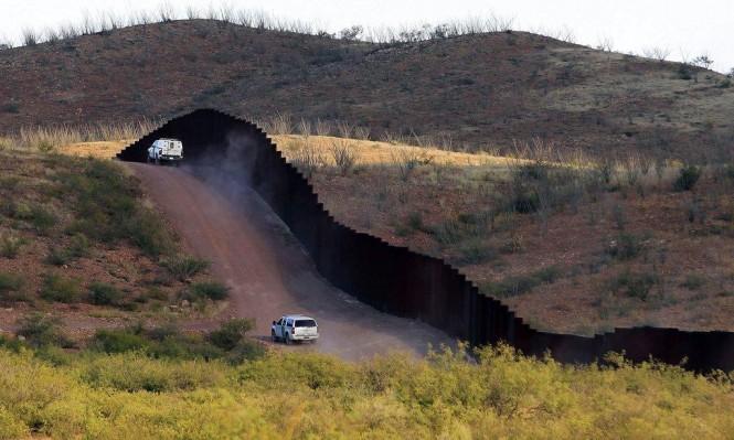 الولايات المتحدة تنشر قوات على الشريط الحدودي مع المكسيك