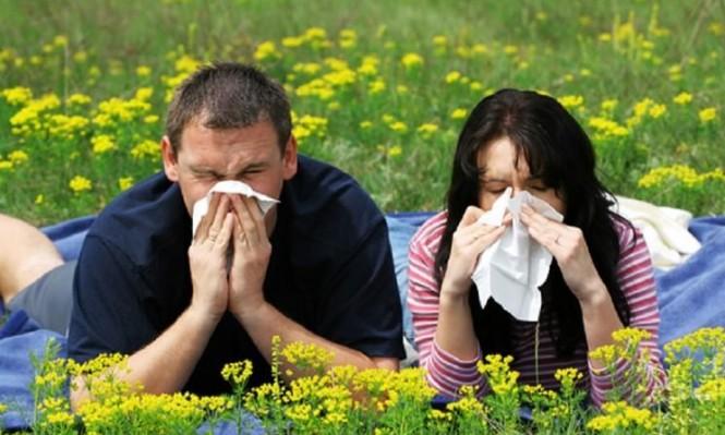 طرق للتغلب على الدموع واحتقان الأنف بسبب حساسية الربيع