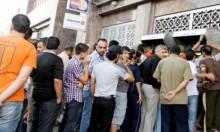 موظفو السلطة يغلقون بنكين بغزة احتجاجا على أزمة الرواتب