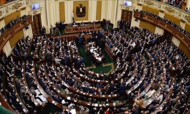 """مصر: قانون لمصادرة أموال من يصنفهم القضاء كـ""""إرهابيين"""""""