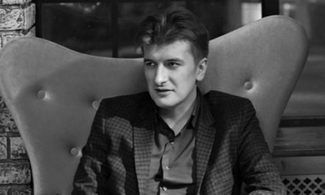 وفاة غامضة لصحافي كشف مقتل مئات المرتزقة الروس بسورية