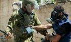 قوات الاحتلال تعتدي على صحافيين لتغطيتهم مواجهات مخيم العروب