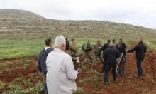 الخليل: الاحتلال يوقف العمل في شقّ طريق زراعية