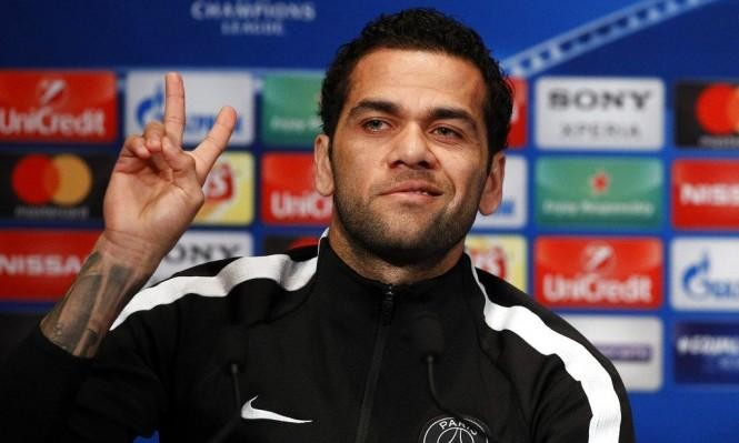 هل سيعود ألفيس لارتداء قميص برشلونة؟