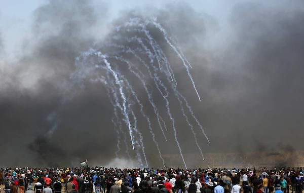 غزة: 3 شهداء و883 إصابة واستهداف مباشر للطواقم الطبيّة